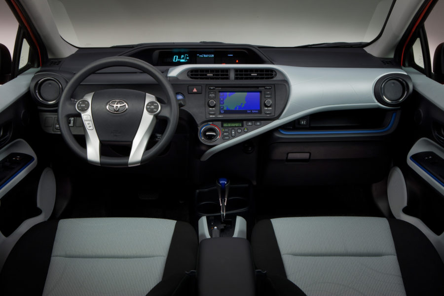 Pros and Cons to a Hybrid Car